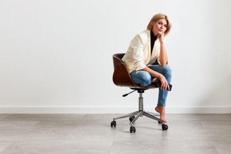 Designboden Vinylboden Stuhlrollengeeignet Stapaziefähig Schreibtischstuhl Fliesenoptik