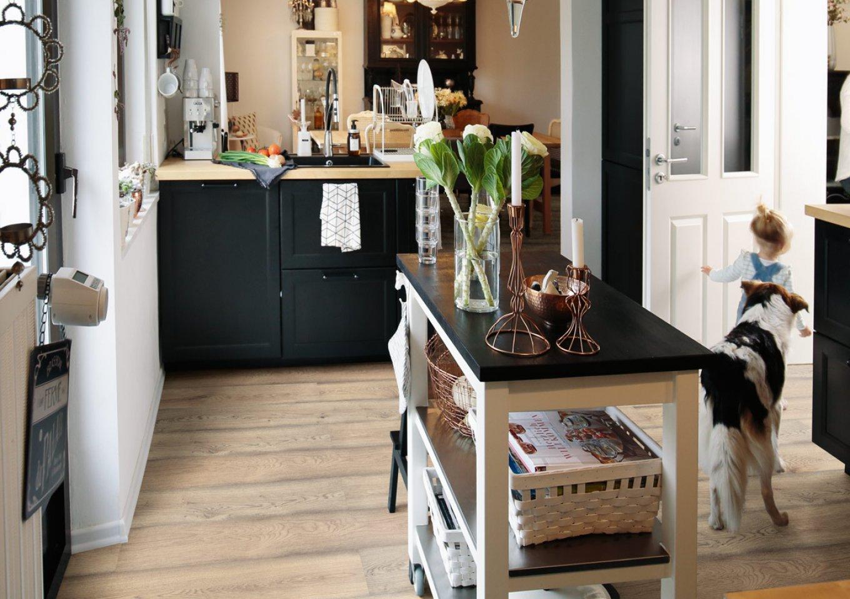 Panele w dekorze dąb w kuchni
