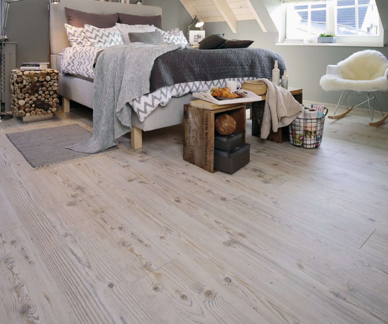 Podłoga w sypialni w dekorze dębu
