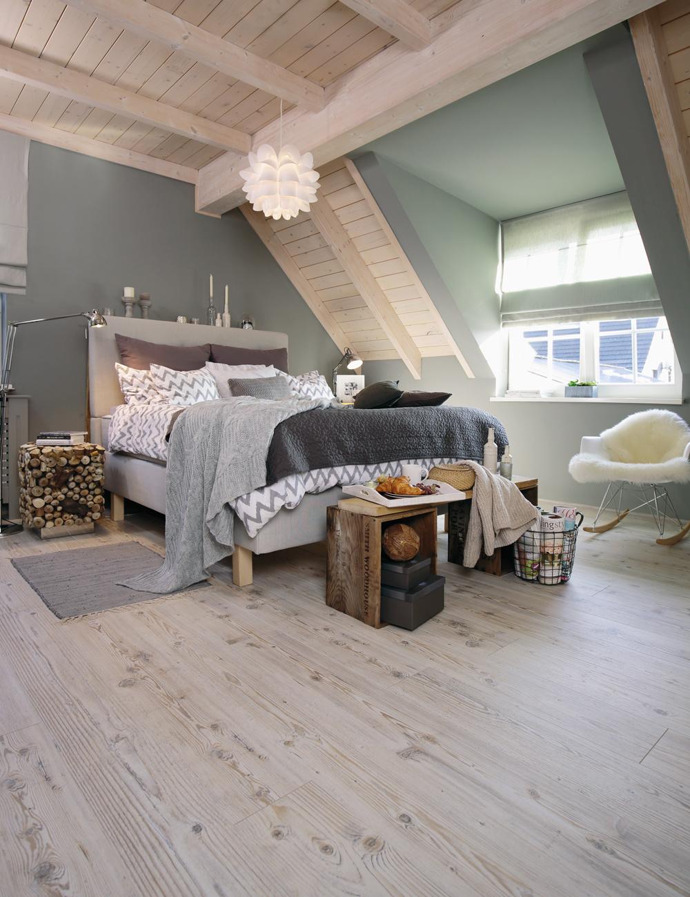 wineo Laminatboden 500 eiche hell im Schlafzimmer