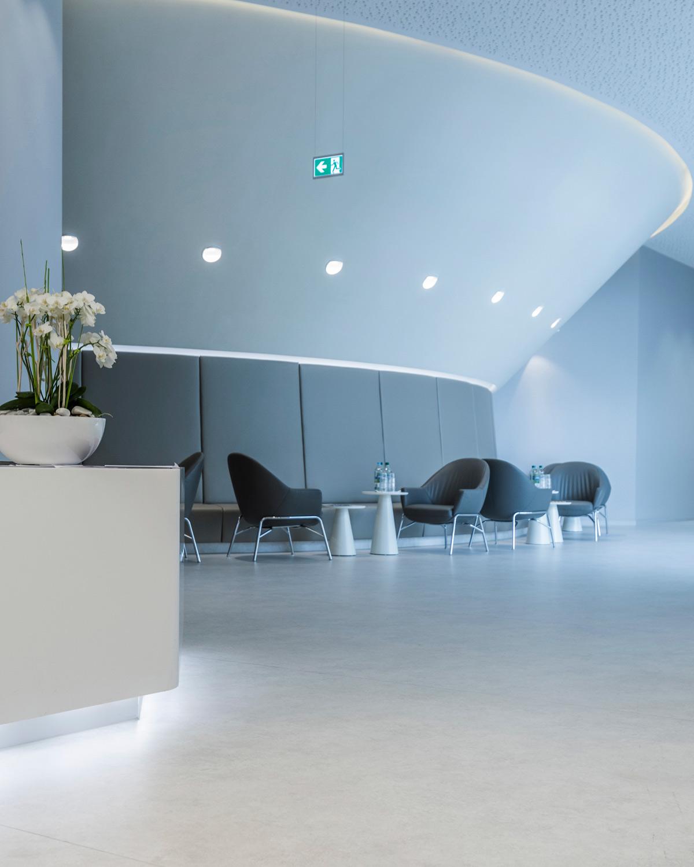 wineo PURLINE Bioboden Rollenware hell modern Wartebereich Klinikum