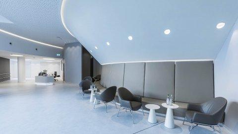 wineo Purline Bioboden Rollenware weiß Wartebereich Sitzmöbel modern hell Klinikum