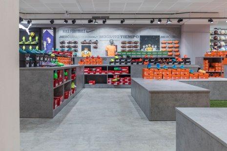 wineo Purline Bioboden grau modern Schuhe Sportgeschäft