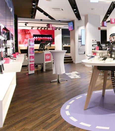 wineo Bodenbelag dunkel modern bunt Shop Service