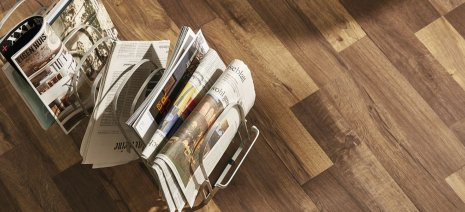 Fußboden dunkel Magazin Zeitungen