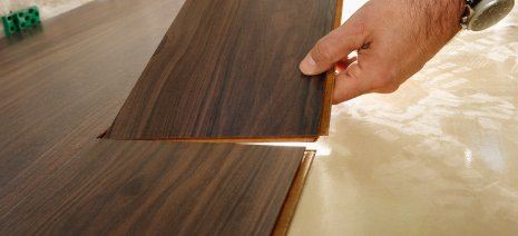 Panele na ogrzewanie podłogowe należy układać według instrukcji