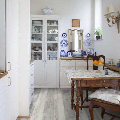 Biala podłoga rustykalna do kuchni z kolekcji wineo