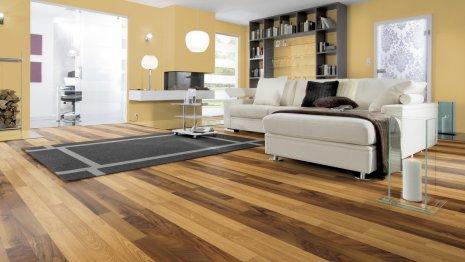 Podłoga laminowana z paneli Natural Walnut i Classic Oak