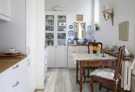 Jasna podłoga rustykalna z kolekcji wineo do kuchni