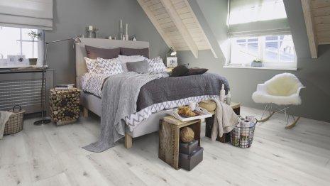 Podłogi winylowe dąb bielony rustykalny w sypialni